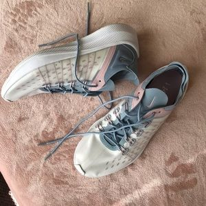 Nike women's sneakers EXP-X14 NWT size 10
